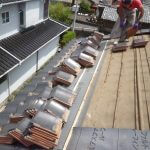 屋根瓦葺き替え中