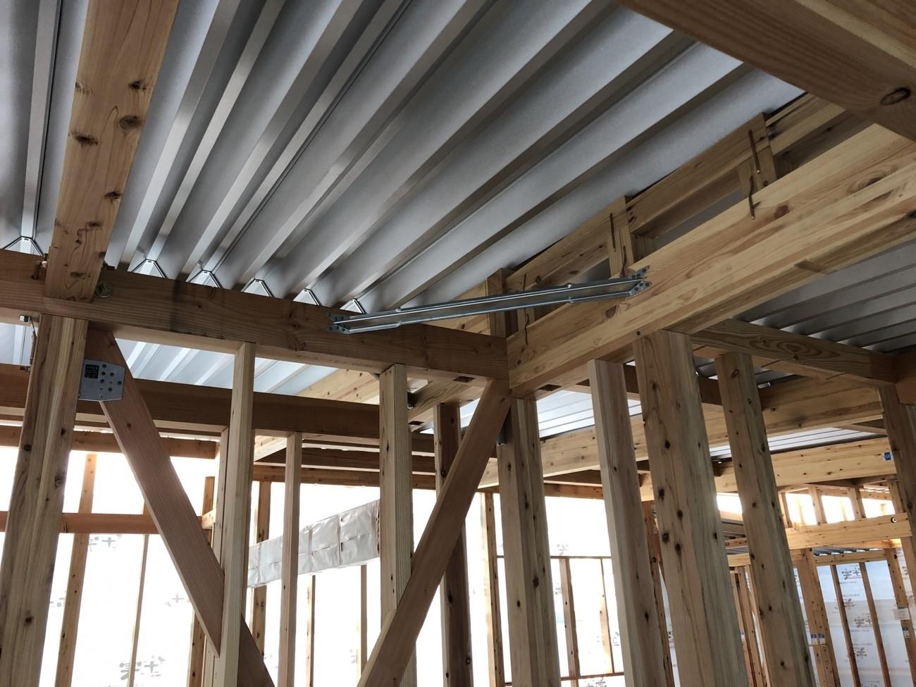 三角屋根から無落雪屋根への葺き替えの価格