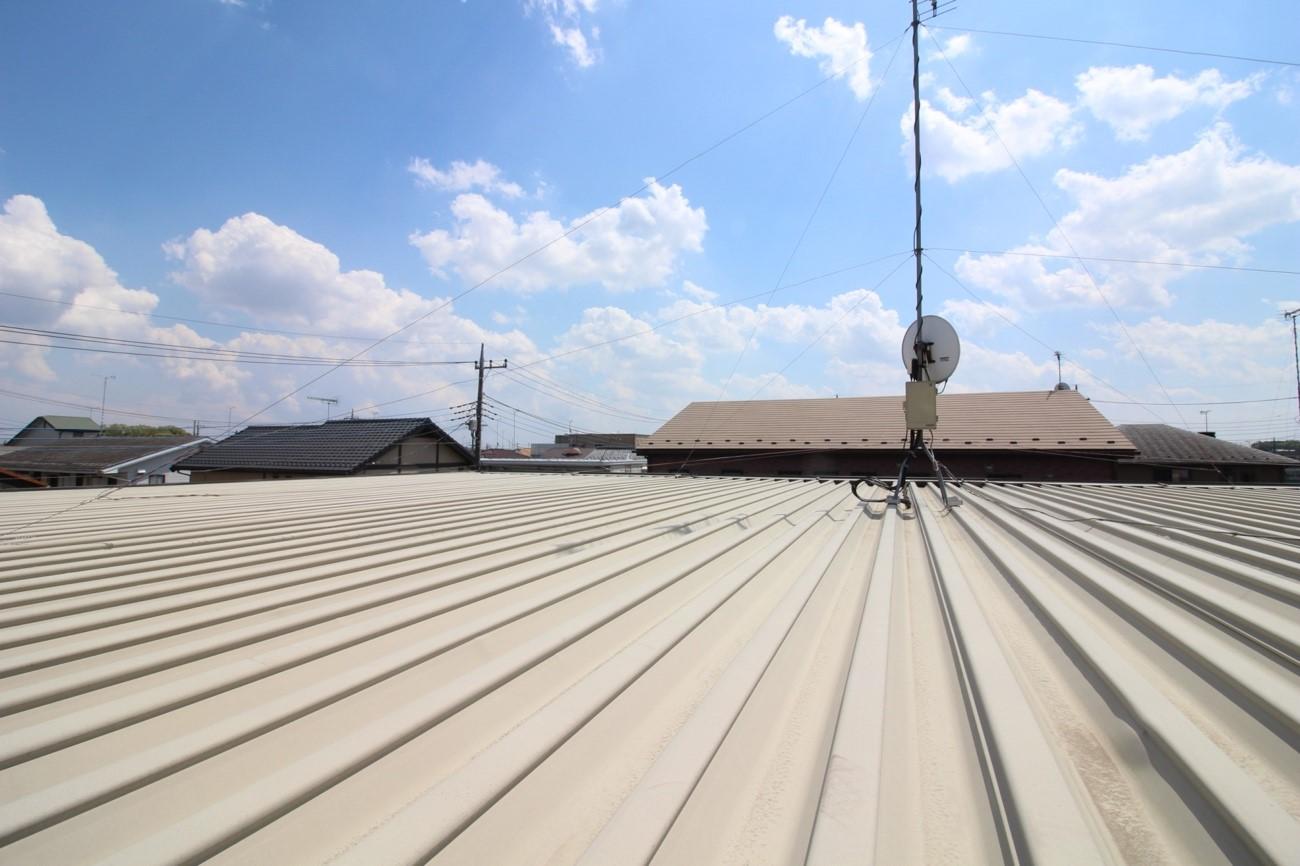 屋根劣化修理のハゼ締めやコーキング打ち直し