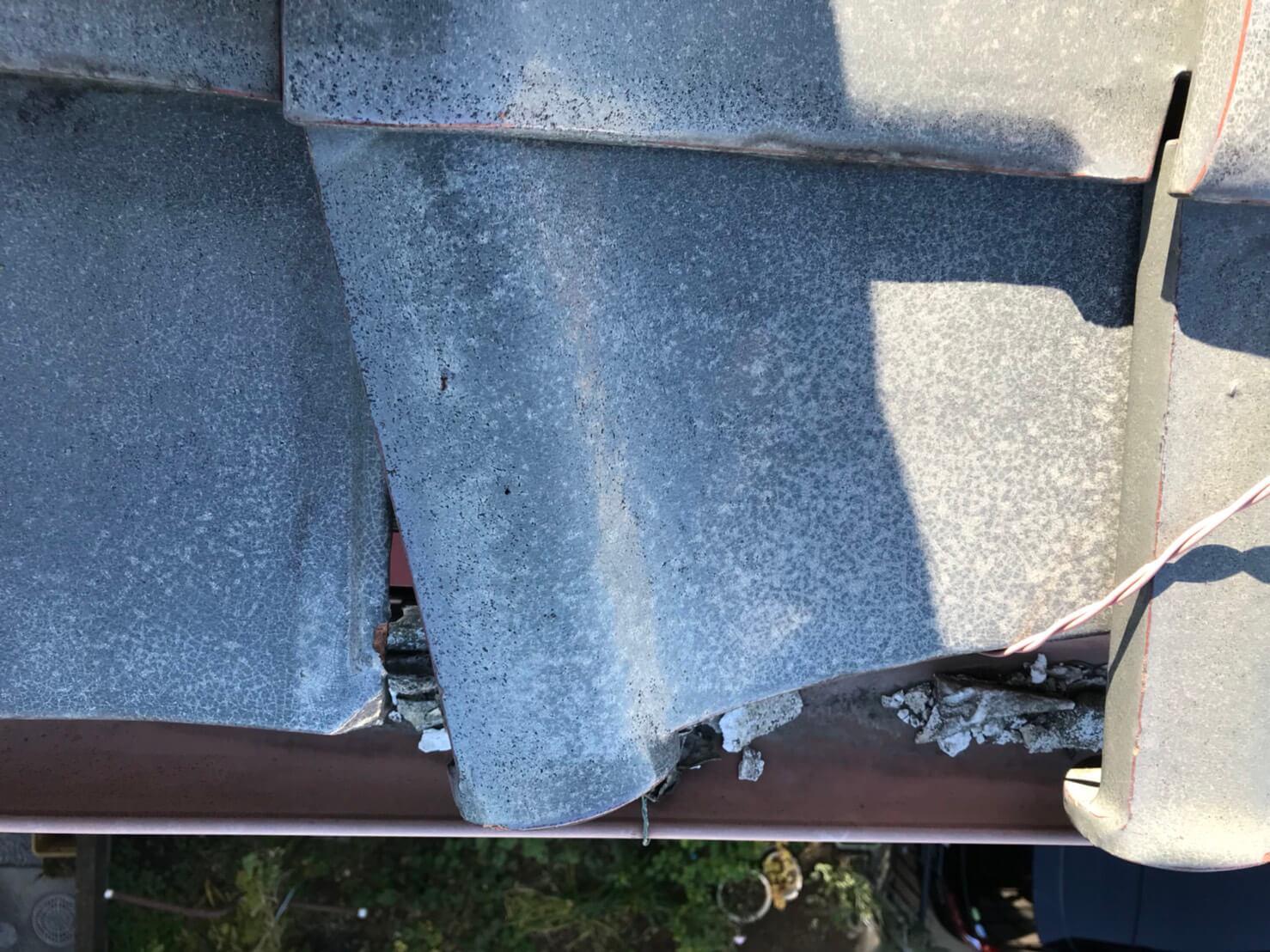 風災による屋根瓦の損傷