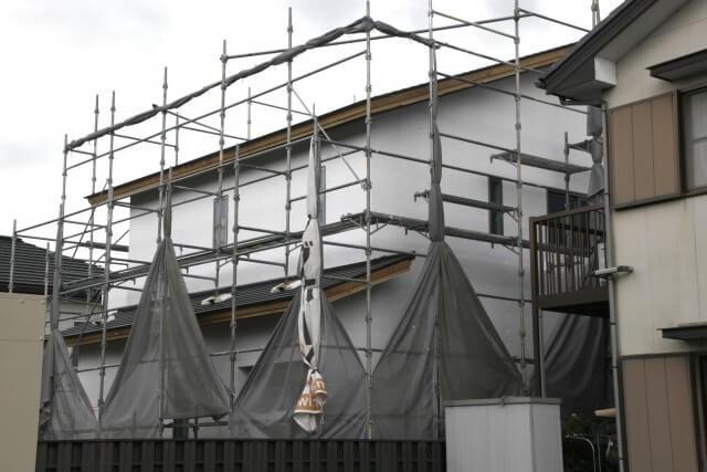 ステップ1:既存屋根材および葺き土の撤去