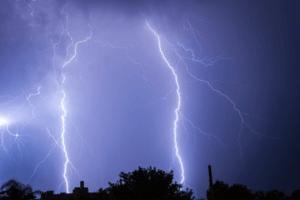 落雷による被害も火災保険で補償される!落雷に対する備えの全て