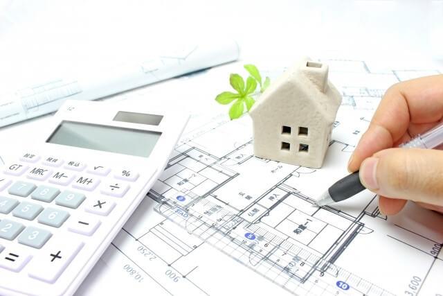 「コロニアル屋根リフォーム工事の費用相場をチェック」