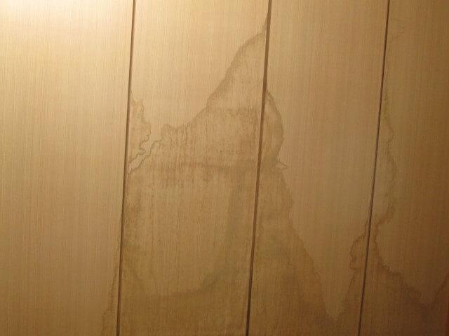 最上階からの雨漏りや天井クロス染み