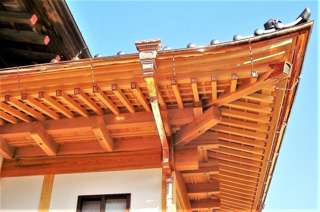 銅板屋根なら価格の高い銅製の雨樋も検討