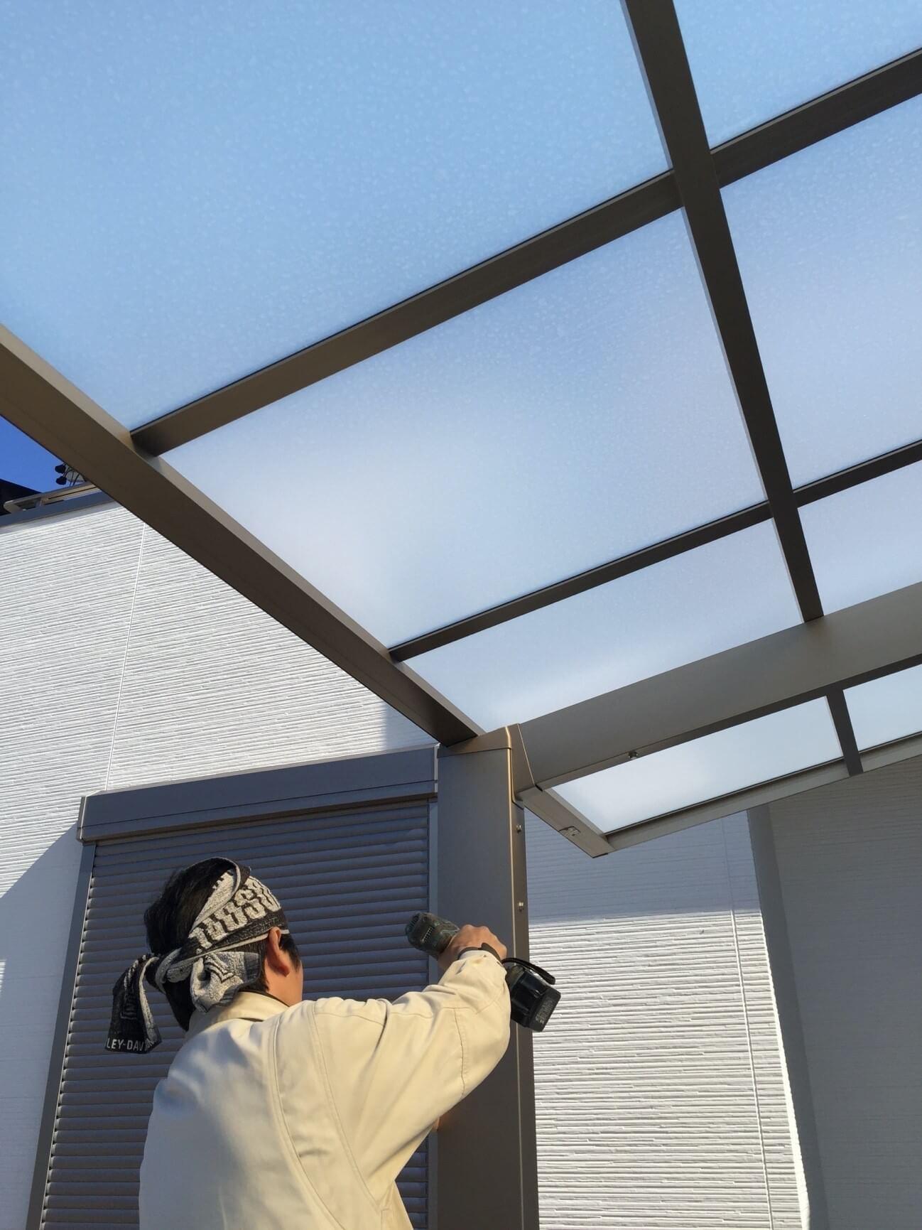 ポリカーボネート屋根のパネル交換・方法と手順