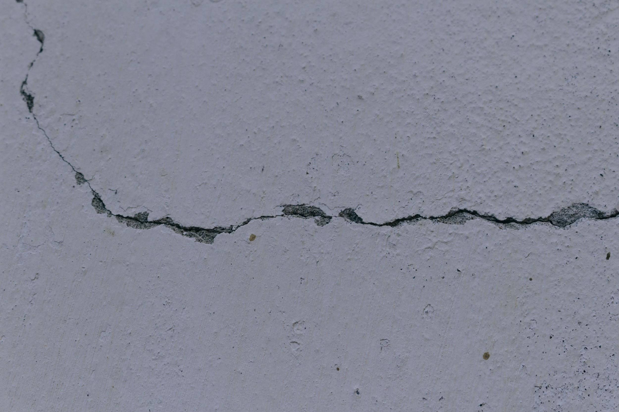 コーキング劣化による外壁のズレや破損