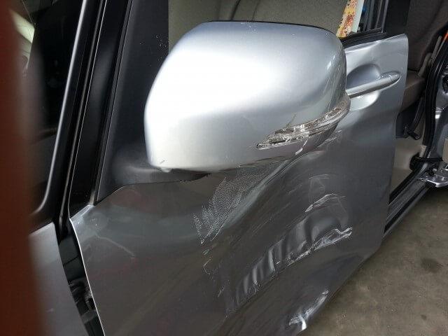 車を誤ってぶつけてしまった。
