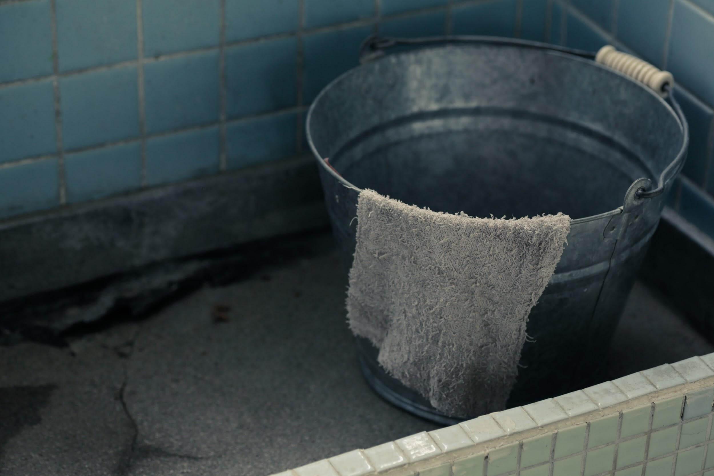 バケツと雑巾で拡大防止