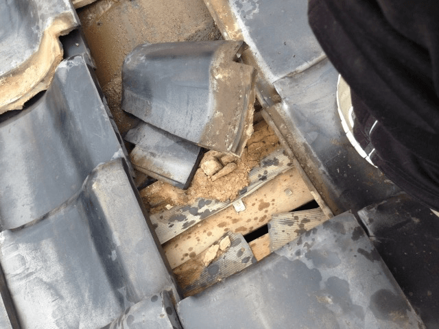 屋根材の経年劣化による雨漏りとは?