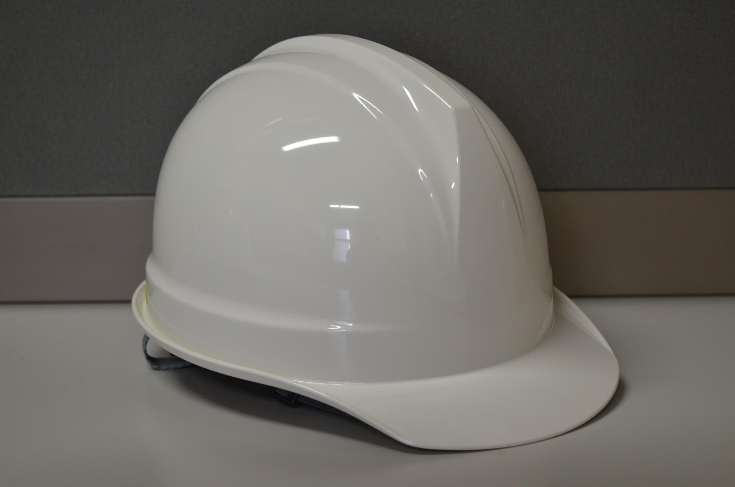 ヘルメットや屋根用靴で安全対策