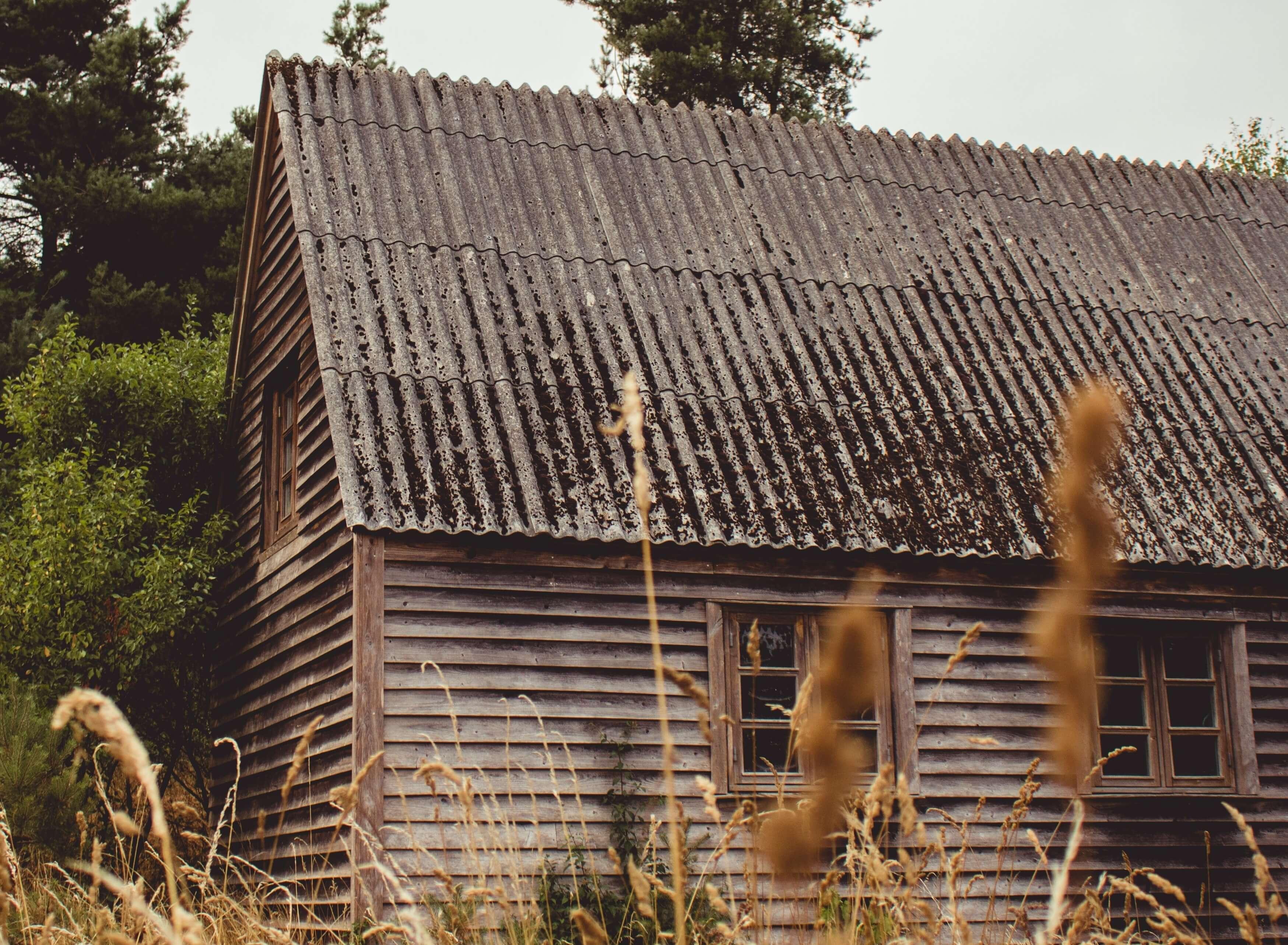 外壁・屋根の劣化や損傷を放置する危険性