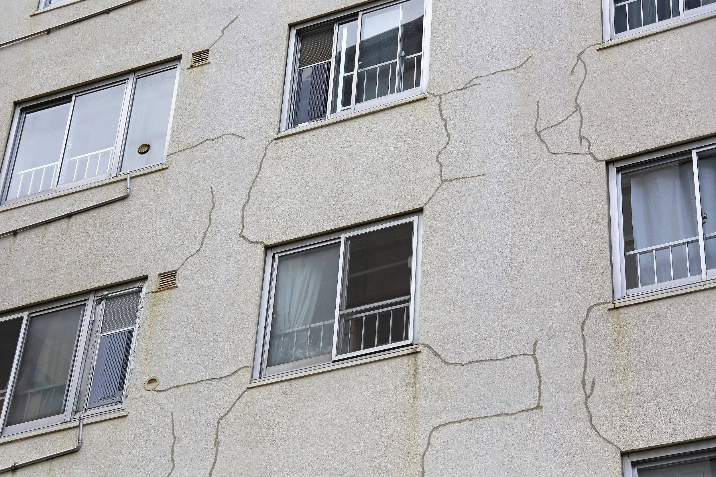 原因特定が難しい外壁ヒビ割れ