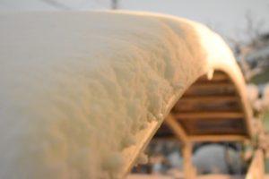 積雪の倒壊からカーポートを守る!雪下ろしグッズから保険対応まで徹底報告!