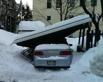 積雪の倒壊からカーポートを守る!雪下ろしグッズから保険対応まで徹底報告!   【ゼロ円】雨樋修理、屋根リフォーム、雨漏り対策の「修復ラボ」