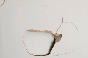 壁の穴は自分でふさぐ!修理道具から費用までを徹底解説!