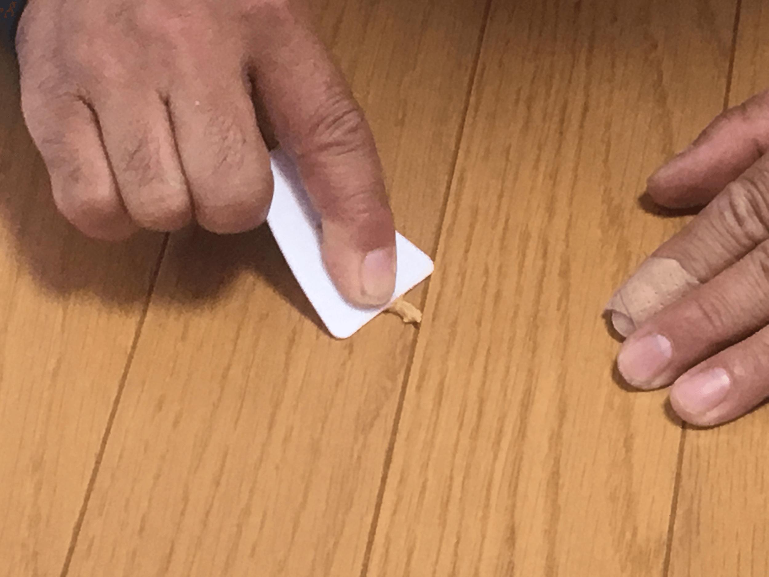 ④ヘラで余分を削り取る