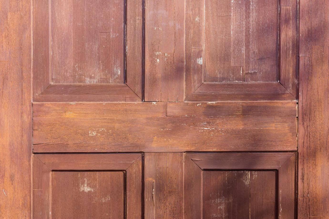 木製扉の全塗装はプロの領域