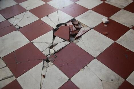 床タイルの劣化が進むとどうなる?