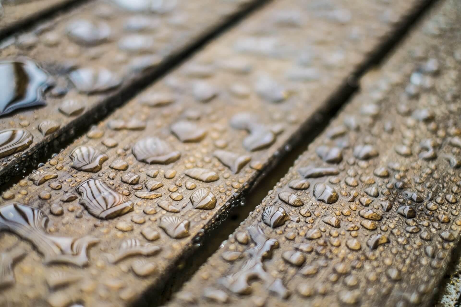 フローリングの結露被害を放置する危険性