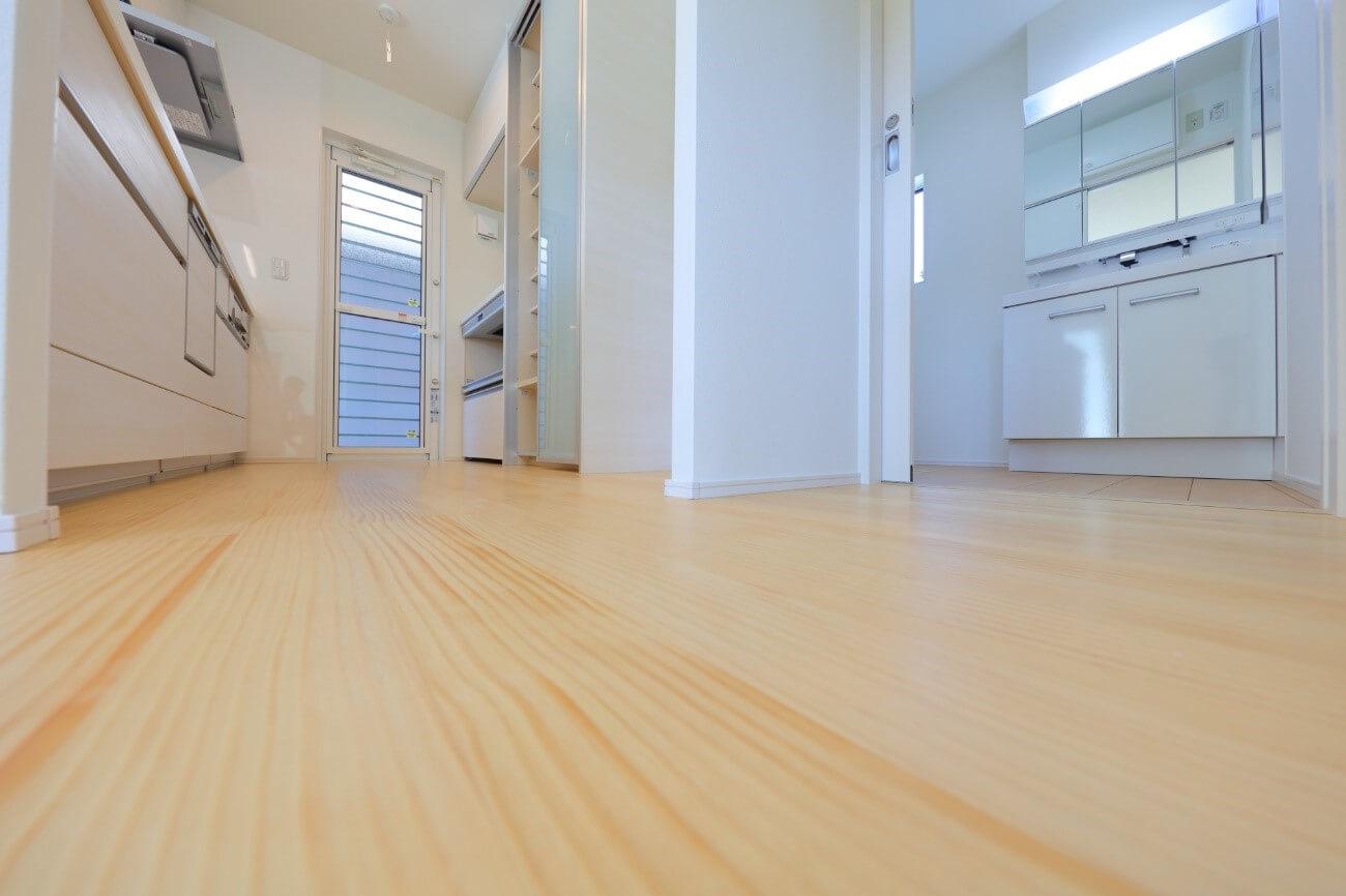 キッチン独特の床に対する要求特性とは?