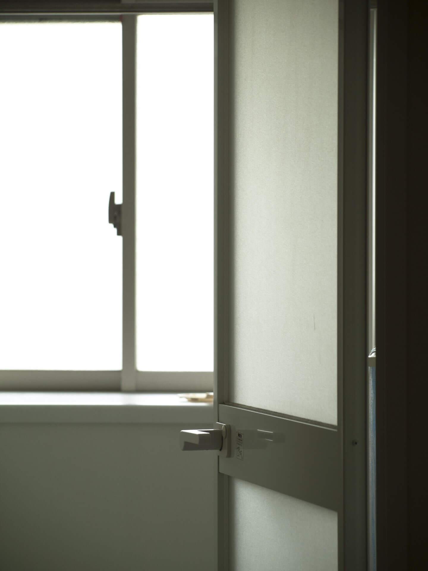 お風呂のドア修理費用は?ガラスやパーツ交換完全マニュアル