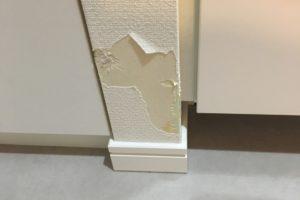 猫の引っかき傷で壁紙がボロボロ!補修費用とDIY方法を大公開