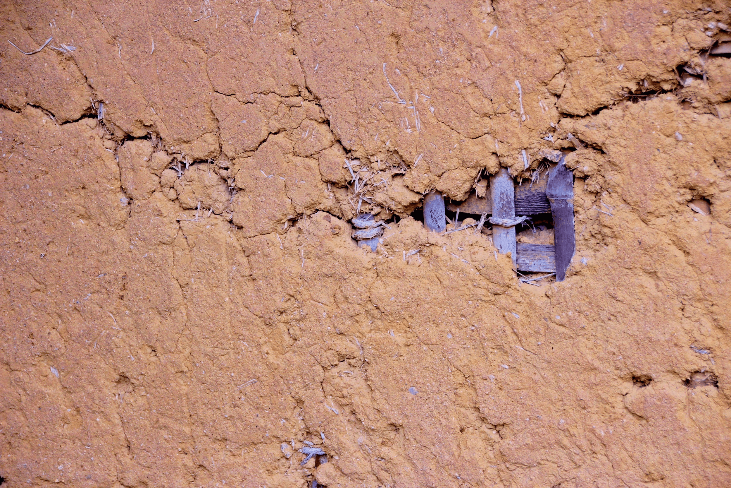 土壁や砂壁に壁紙を貼る