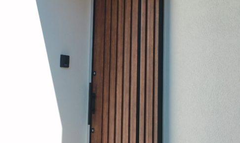 玄関スライドドアの修理代を公開!DIYや保険で出費を抑えよう!