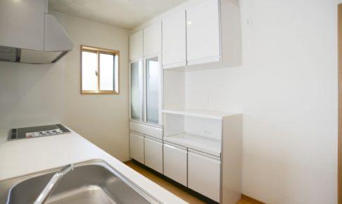 キッチン壁紙のリフォーム価格を公開!壁紙の選び方・油汚れ防止法も