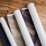 どこで買えばいい!?補修用壁紙の探し方。DIY補修の方法も解説!