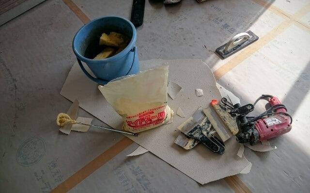 補修用壁紙を使ったクロス補修方法