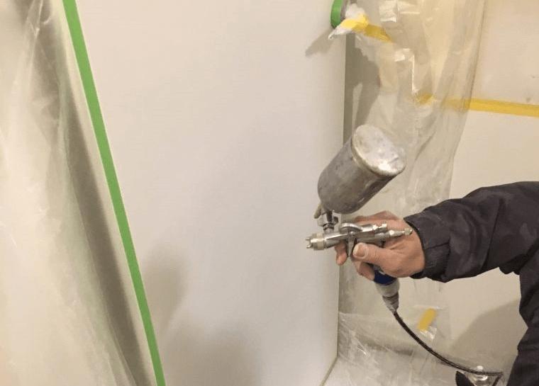 玄関ドアの塗装は材質次第