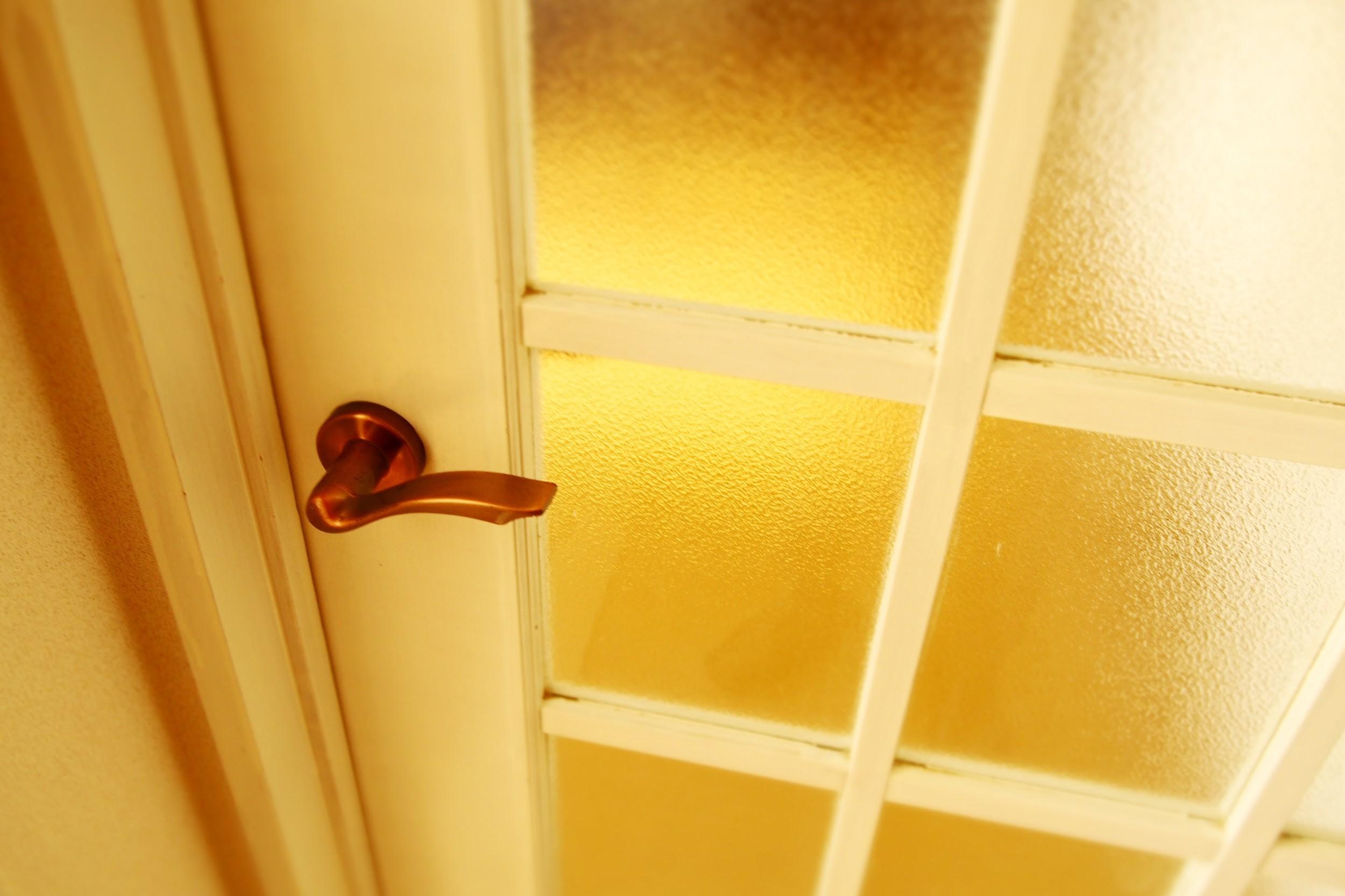 ドア枠の修理はDIY可能!室内と玄関の枠補修のやり方教えます!