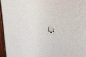 マンションの壁紙に穴・剥がれが!修理法と費用を徹底解説